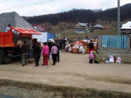 Darurile făgărăşenilor au ajuns la Valea Plopului