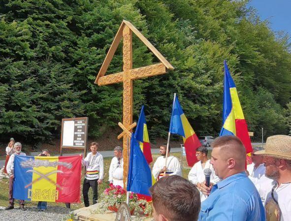 Un monument inedit în inima Daciei, la poalele Sarmizegetusei: Troița de la Grădiștea de Munte