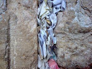 Este păcat ca ortodocșii să trimită pomelnice la Zidul Plângerii?